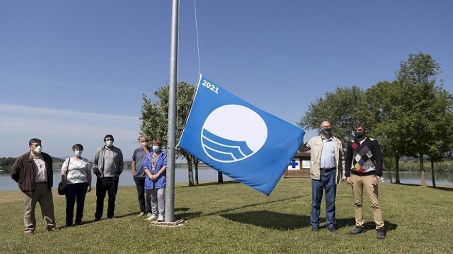 Bandera azul en el Pantano de Ullibarri-Ganboa