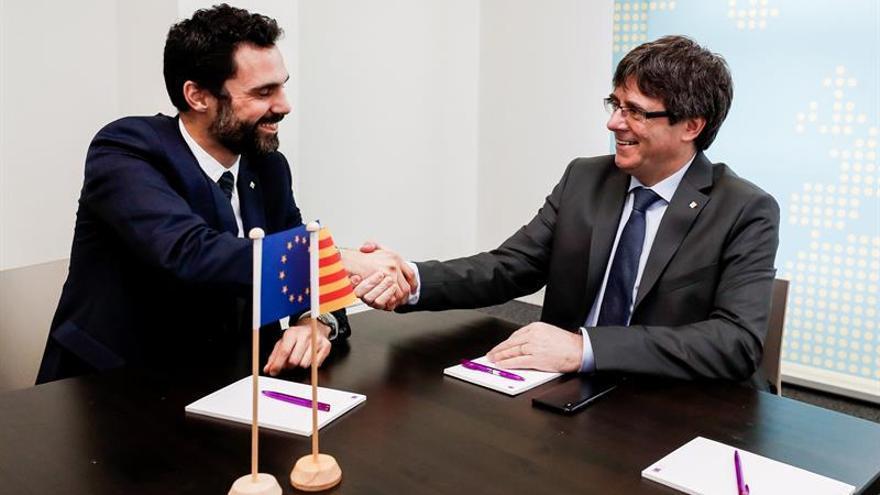 El presidente del Parlament, Roger Torrent, reunido con el expresident Carles Puigdemont en Bruselas.