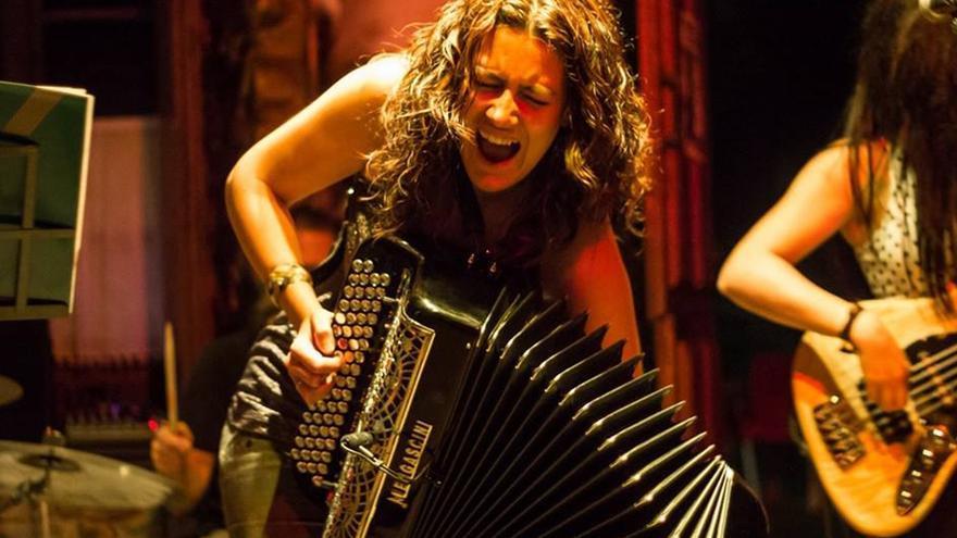 Michael Lee Wolfe & Maraya Zydeco en concierto.