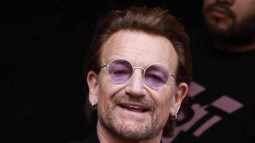 El cantante irlandés Bono asiste a misa y comulga en Bogotá
