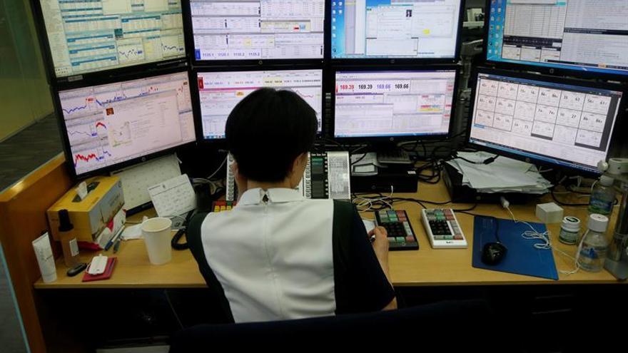 La Bolsa de Seúl retrocede un 0,01 % en la apertura hasta los 2.388,37 puntos