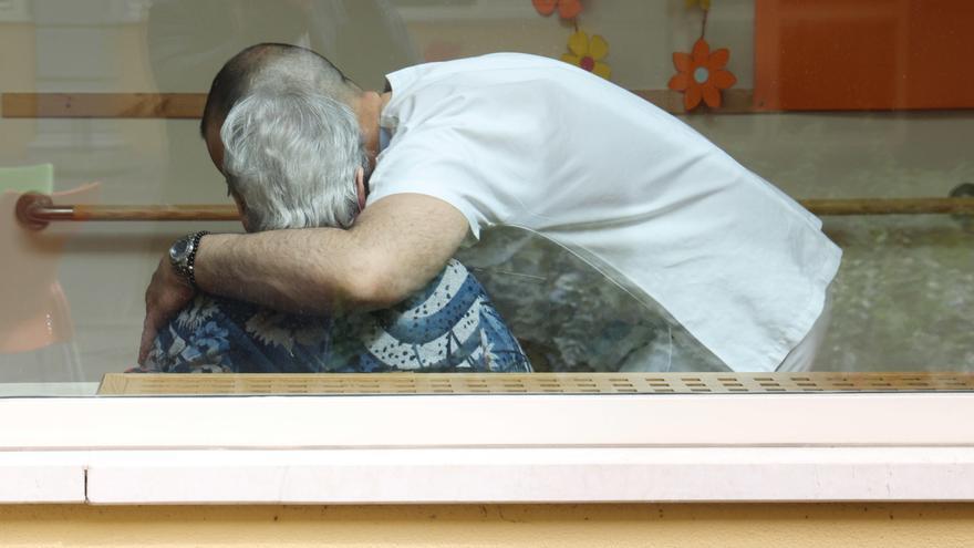Las familias reclaman el fin de limitaciones de acceso a residencias ancianos