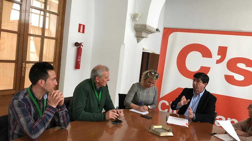 Reunión de Juan Marín con portavoces de plataformas sanitarias.
