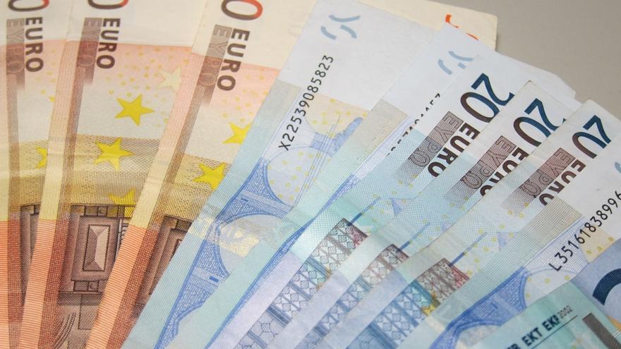 Cantabria, entre las CCAA que más días de trabajo por persona requiere para pagar la deuda autonómica y común