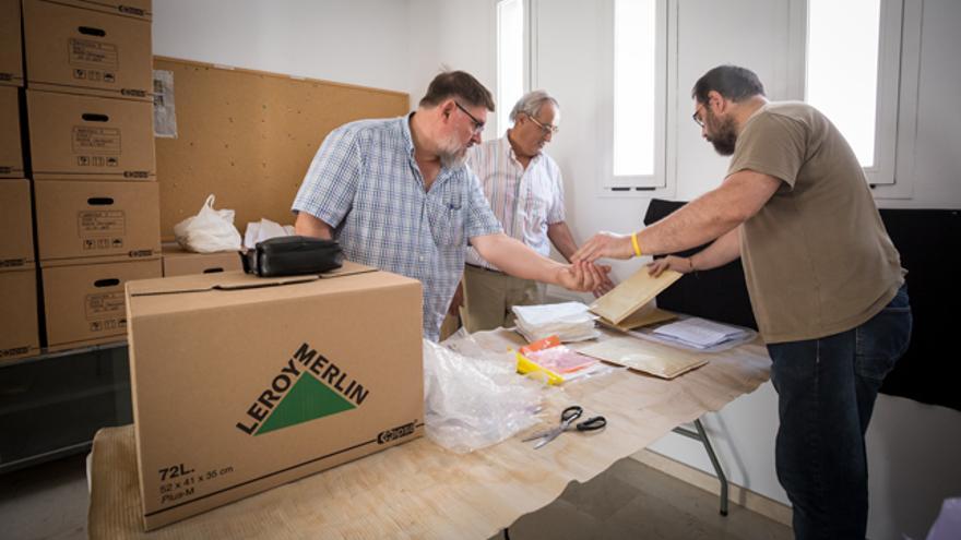 Los miembros de Arico archivan muestras de ADN