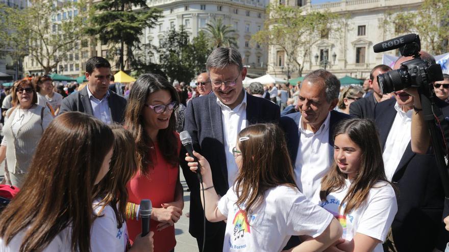 El president Ximo Puig y la vicepresidenta Mónica Oltra han participado en la Trobada d'Escoles en Valencià