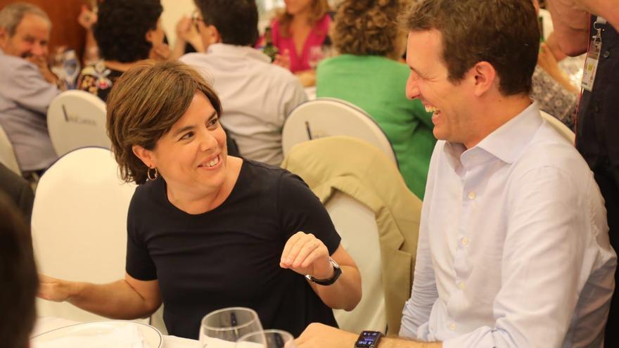 Soraya Sáenz de Santamaría y Pablo Casado, en la cena del Grupo Popular de este martes.