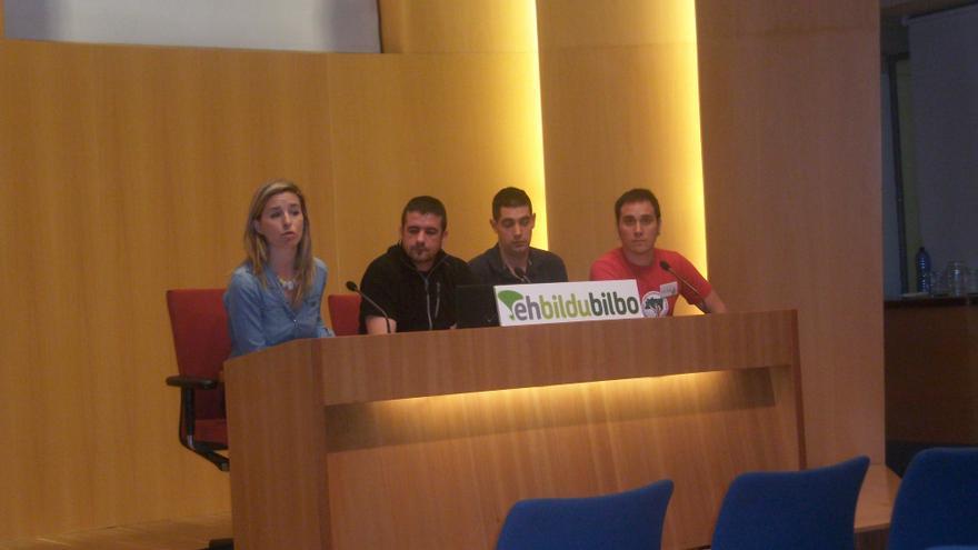 Rueda de prensa de Bildu en el Ayuntamiento de Bilbao para dar cuenta de una contrata municipal que no paga a sus empleados.