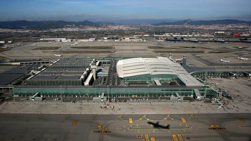 Panorámica del aeropuerto Barcelona-El Prat desde el aire