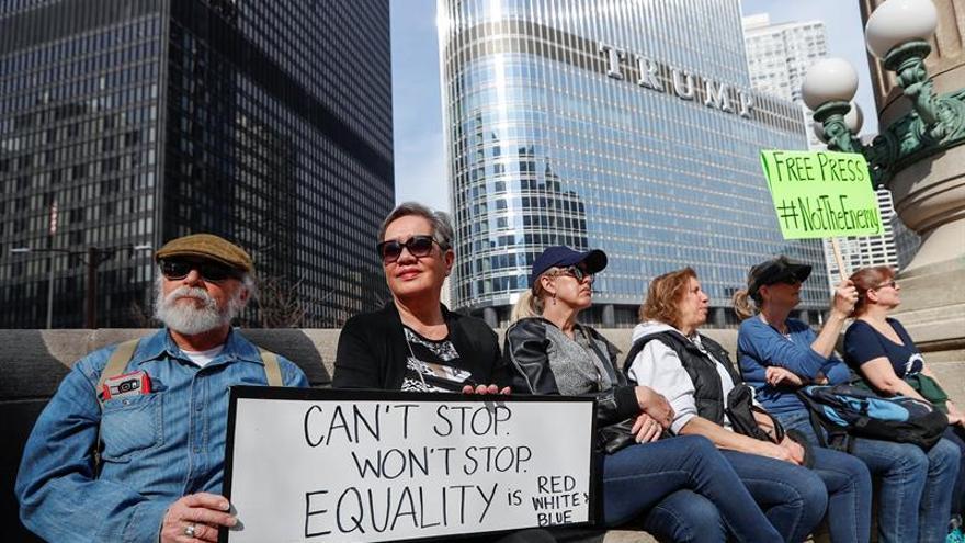 No autorizan la instalación con globos de cerdo frente a la Torre Trump de Chicago