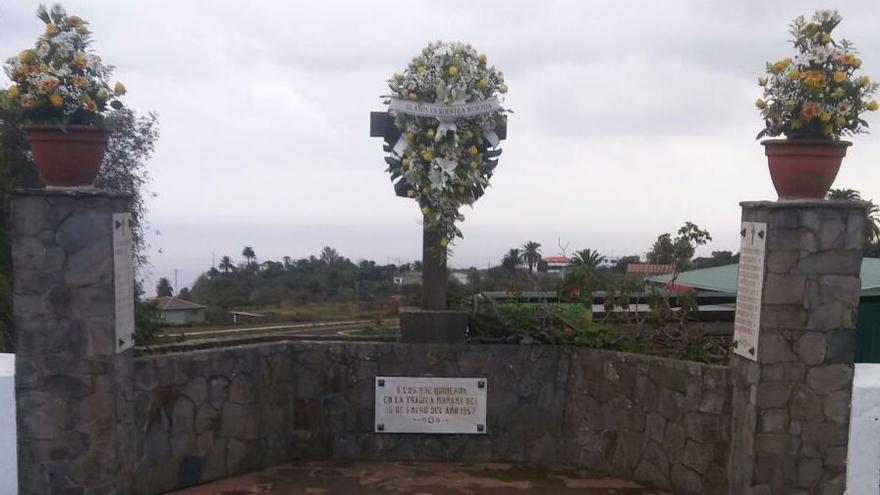 El Ayuntamiento ha colocado flores este lunes en la zona en la que ocurrió la tragedia.