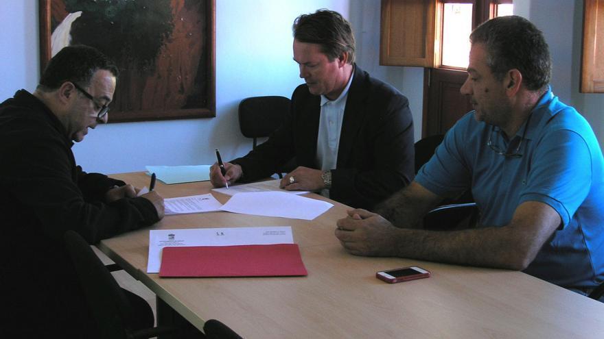Agulo firma la cesión del Mirador de Abrante