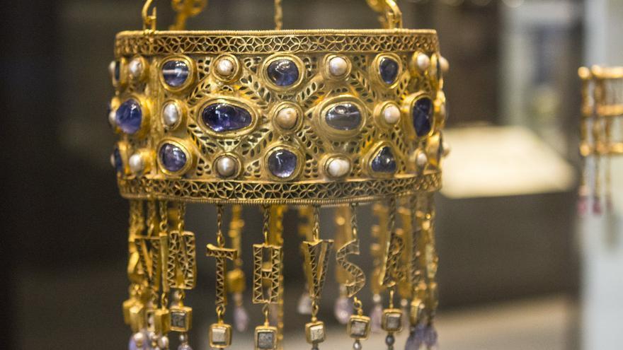 Corona de Recesvinto, una de las piezas más notables del tesoro visigodo de Guarrazar. Viajar Ahora