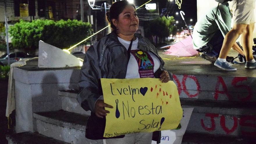Acto de apoyo a Evelyn Hernández. Foto: Las 17.