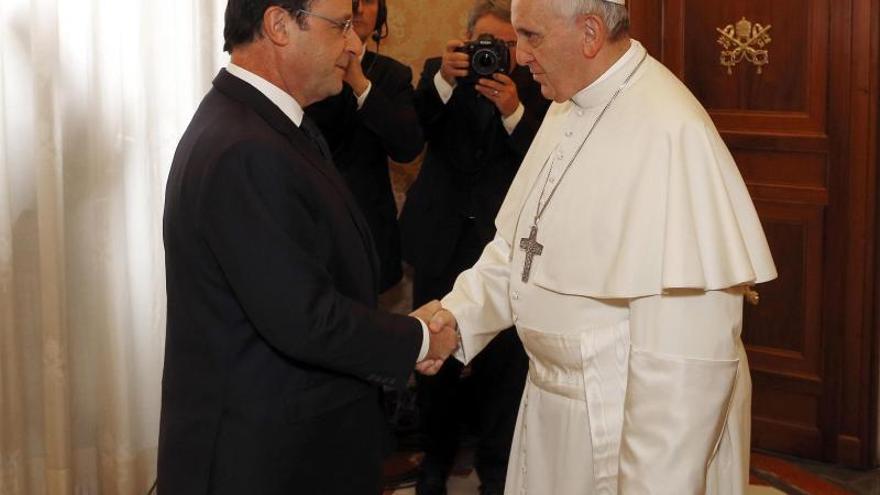 El Papa abordó con Hollande la defensa de la persona, la familia y la bioética