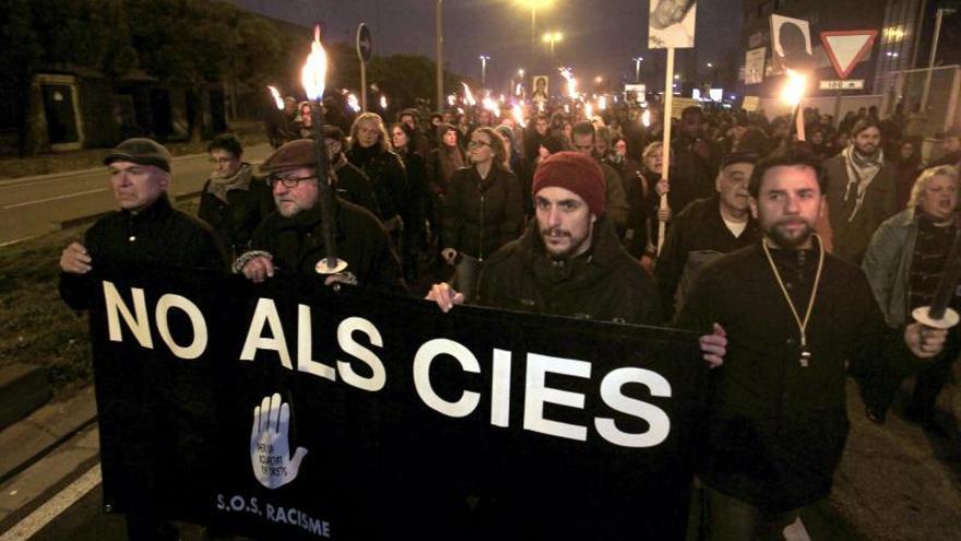 Manifestación por el cierre del CIE de la Zona Franca