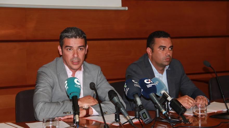 Narvay Quintero, consejero de Agricultura, y Abel Morales, viceconsejero del Sector Primario, este martes en la rueda de prensa.