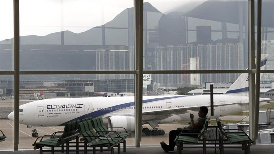 Hong Kong amanece con más de 300 vuelos cancelados