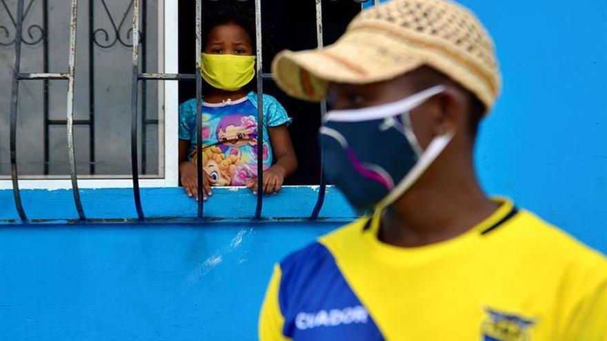 Más de 6.700 de los contagiados en Ecuador están estables en aislamiento domiciliario, 234 permanecen en condición estable pero hospitalizados, 141 son casos con pronóstico reservado y 922 han recibido alta hospitalaria.