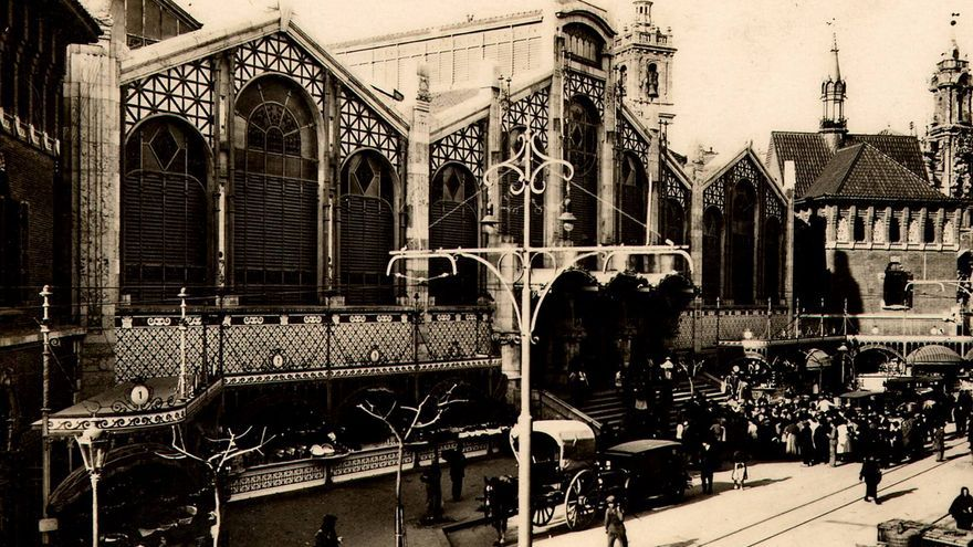 Fachada del Mercado Central poco después de su inauguración