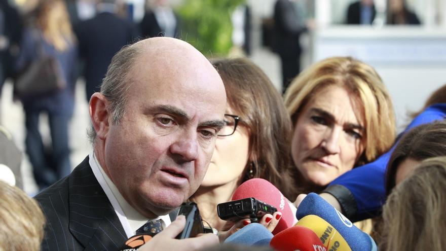 """Guindos avisa, al ser preguntado por el FLA para Cataluña, que todos los instrumentos """"están siendo analizados"""""""