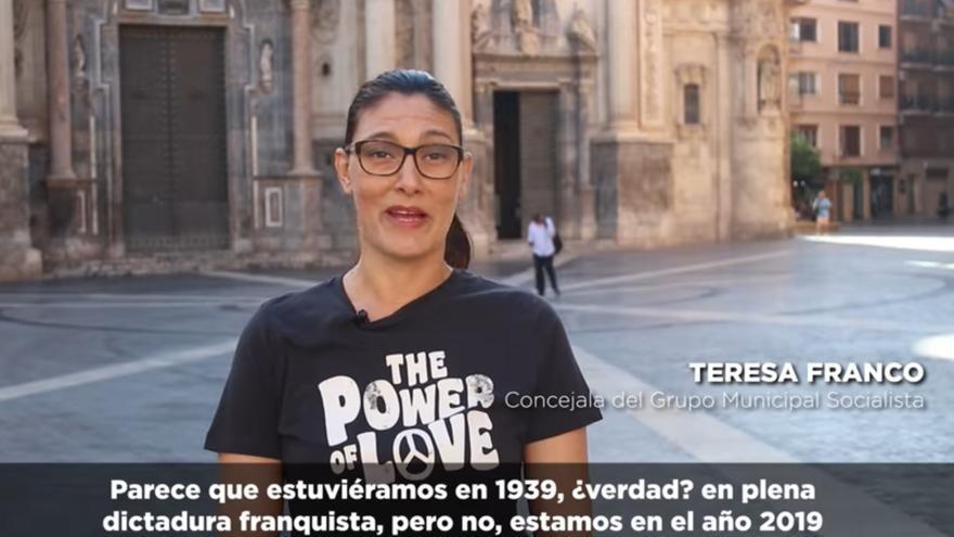 Teresa Franco, concejal socialista en el Ayuntamiento de Murcia, denuncia en un vídeo la presencia de calles y monumentos en la ciudad que exaltan a los protagonistas de la dictadura franquista