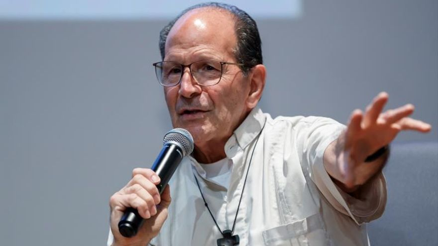 El sacerdote y activista mexicano Alejandro Solalinde habla durante una conferencia en Ciudad de México (México).