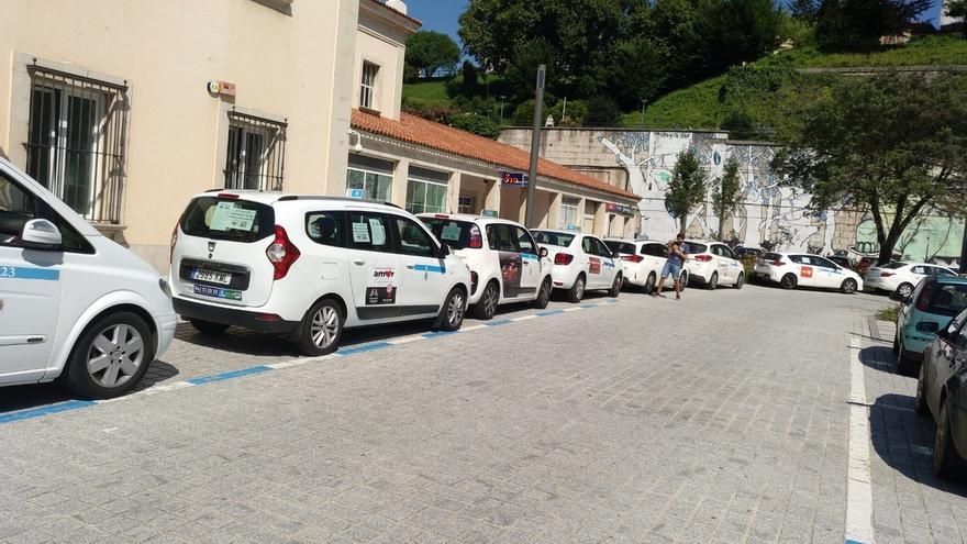 Los taxistas cántabros no harán huelga y presentarán en febrero el documento para regular VTC