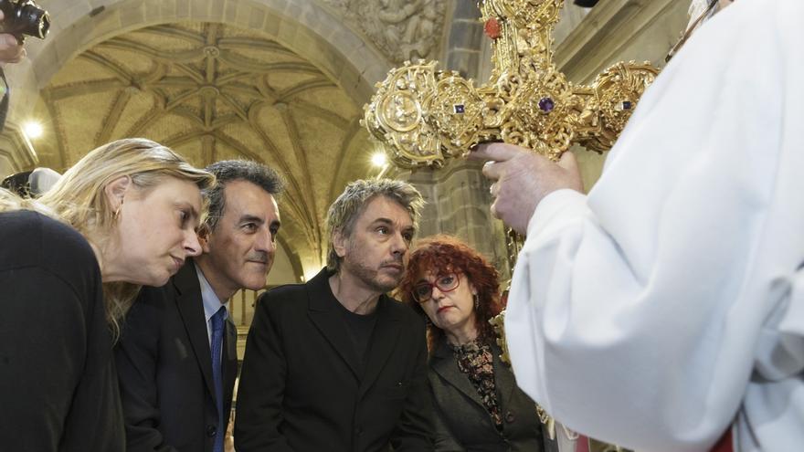 Francisco Martín y Jean Michel Jarre, en el centro de la imagen, en Santo Toribio.