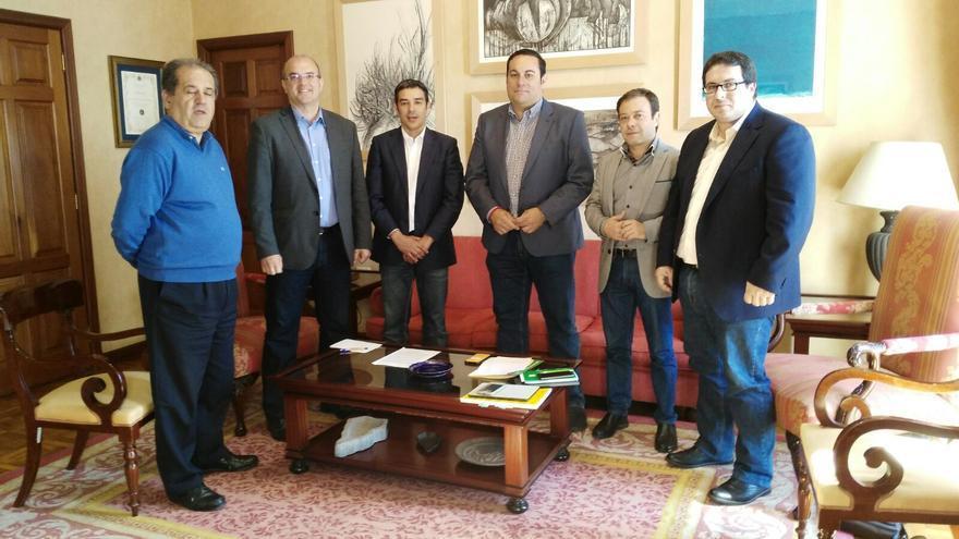 En la imagen, visita al Cabildo de Narvay Quintero