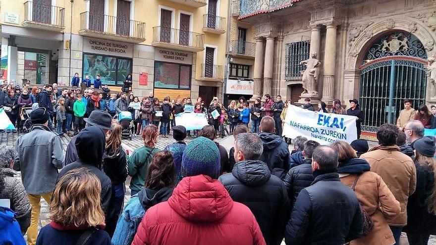 Un momento de la concentración celebrada en Pamplona en homenaje a Ekai