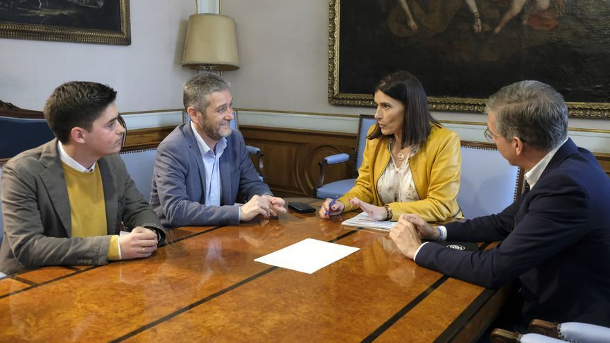 Javier Ceruti y Gema Igual durante la negociación para formar gobierno.