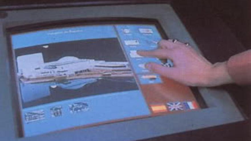 Los PINA permitían consultar información, reservar mesa en un restaurante o hacerse una foto (Imagen: Expo 92)