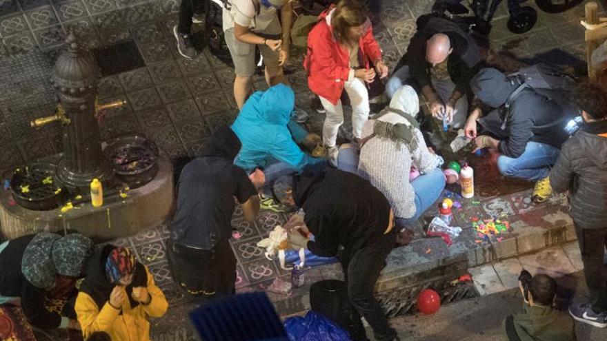 Los CDR lanzan globos con pintura a una furgoneta de los Mossos en Interior