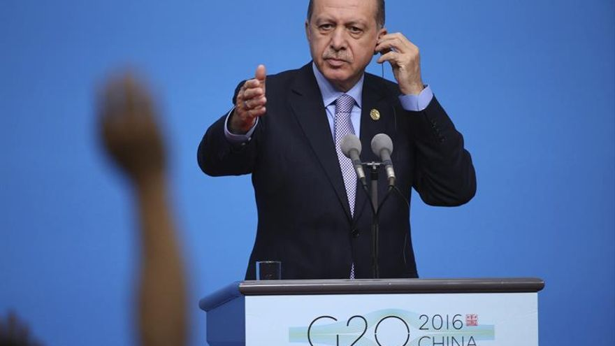 """Turquía, dispuesta a colaborar con EEUU para liberar la """"capital"""" del Dáesh"""