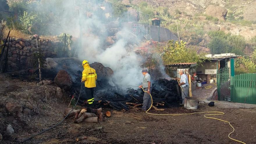 Quema ilegal de rastrojos en Gran Canaria (Canarias Ahora)