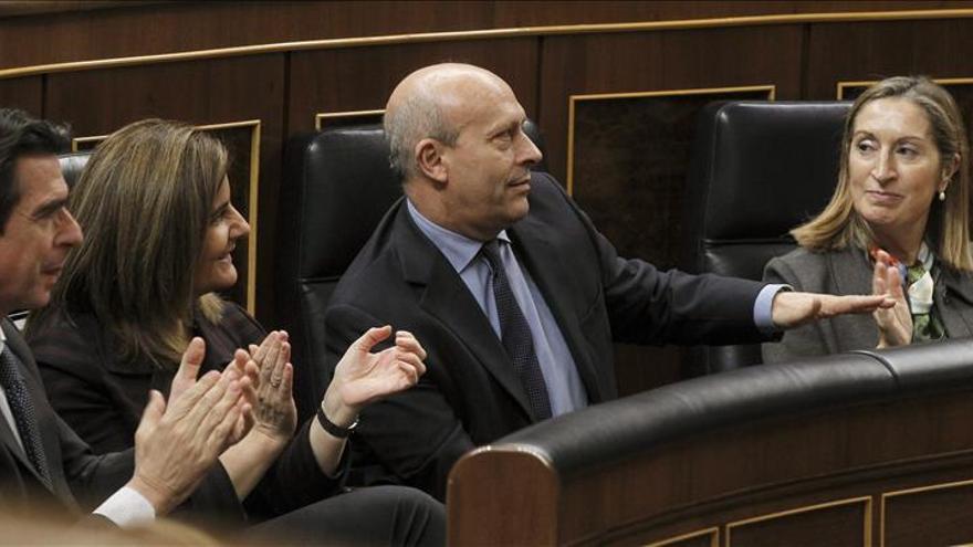 """Báñez afirma que las pensiones """"subirán siempre"""" incluso en tiempos de crisis"""