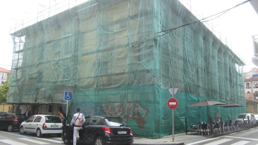 Imagen del ala del Antiguo Hospital Militar de Santoña que se pretende derribar.   Hispania Nostra