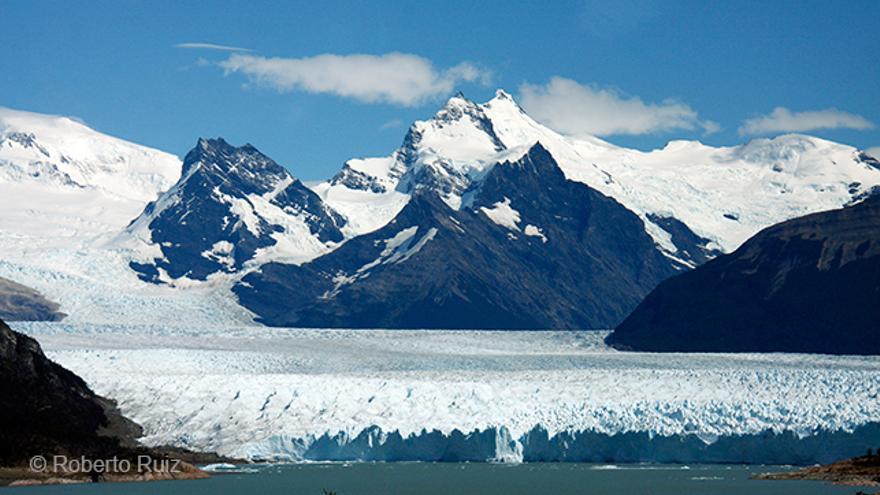 Con una superficie de 250 km2 el hielo cubre el Perito Moreno hasta donde alcanza la vista.