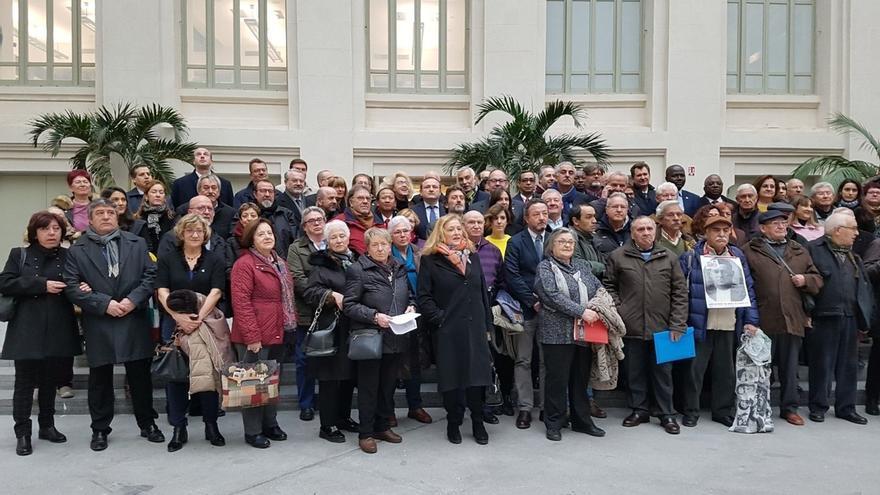 Los nombres de los republicanos madrileños deportados a campos nazis son leídos en Cibeles como homenaje