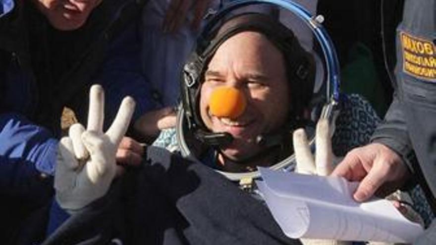 El multimillonario canadiense Guy Laliberte regresa a la Tierra