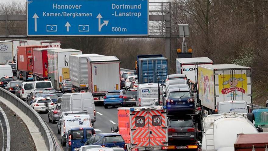 El temporal Friederike obliga a suspender el tráfico ferroviario en el oeste de Alemania