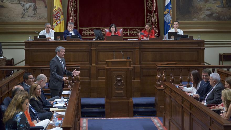 Fernando Clavijo en una intervención en el Pleno del Parlamento de Canarias