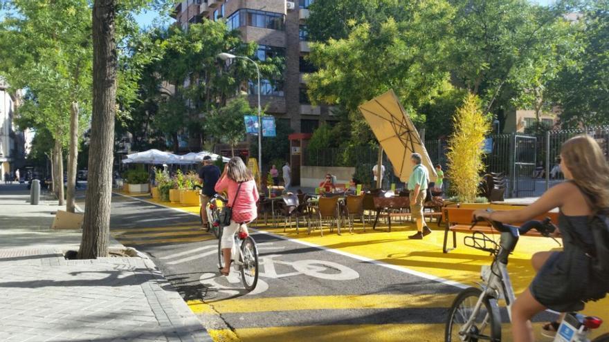El tramo de la calle Galileo tras su cierre al tráfico de vehículos.