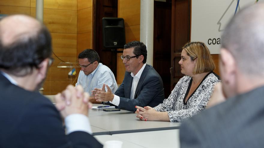 El candidato de Coalición Canaria al Congreso de los Diputados por la provincia de Las Palmas, Pablo Rodríguez, mantuvo una reunión con representantes del sector de las energías renovables en las Islas