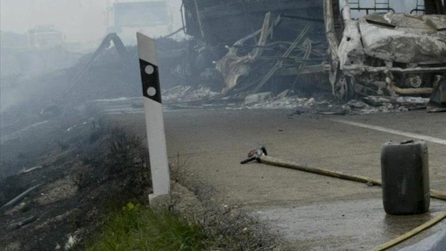 Un muerto tras chocar dos camiones en la N-II, a la altura de Fraga (Huesca)