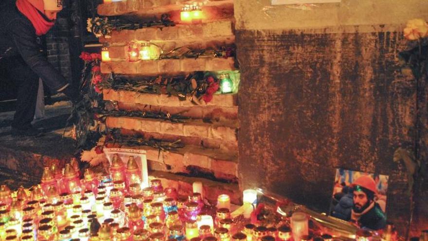 Manifestantes y antidisturbios acuerdan una tregua en el centro de Kiev