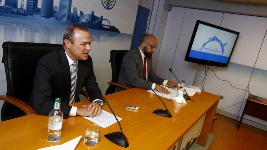 El alcalde de Las Palmas de Gran Canaria, Augusto Hidalgo, y el concejal de Administración Pública, Nuevas Tecnologías y Deportes, Aridany Romero