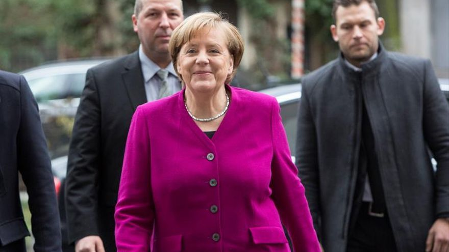 "Merkel, ""optimista"" ante negociaciones con el SPD para un gobierno ""estable"""