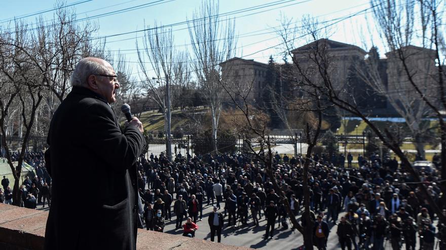 La oposición armenia no logra apoyos para la sesión extaordinaria en el Parlamento